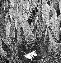 Муми-тролль бежит через сухой лес