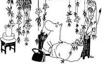 Муми-мама среди цветов